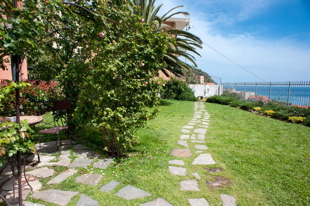 giardino con vista sul mare san francesco varigotti